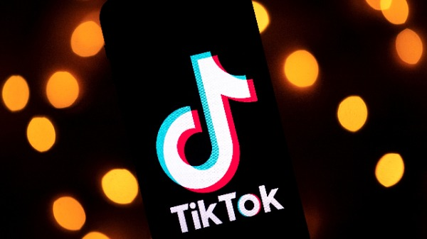 """抖音""海外版TikTok(图片来源: LIONEL BONAVENTURE/AFP via Getty Images)"