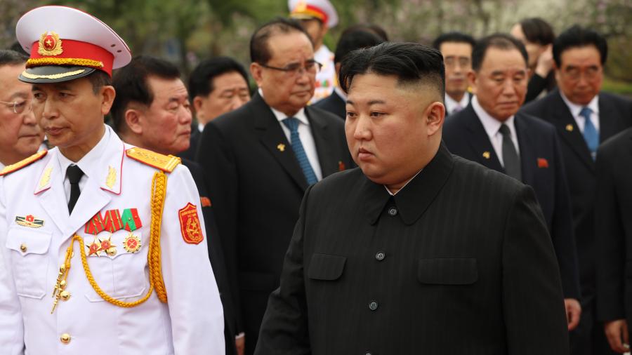 朝鲜领导人金正恩于2019年3月2日在越南河内胡志明陵墓送花圈,他与川普在河内的峰会刚刚失败。