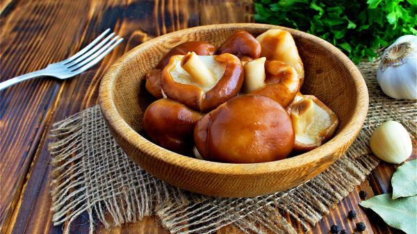 香菇中的香菇多糖可以抑制口中的細菌,使其不能製造牙菌斑。