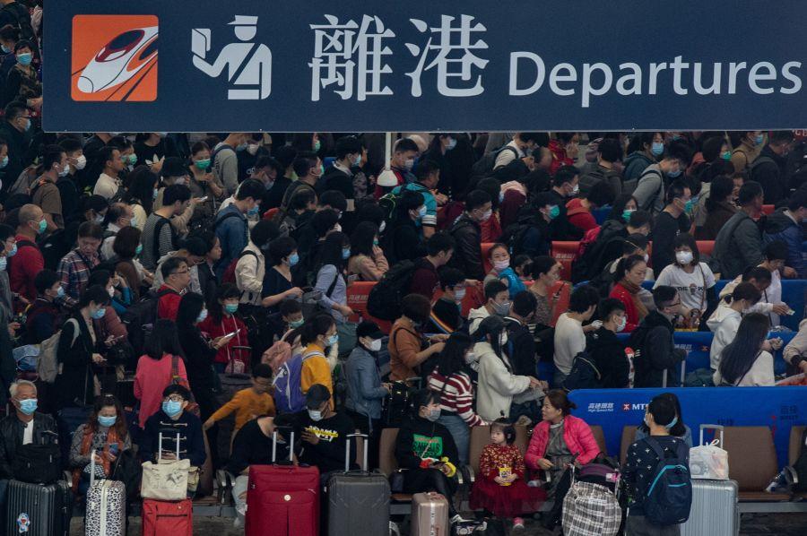 颜纯钩:香港即时封关才能避过大劫
