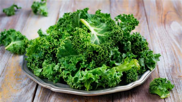 綠葉蔬菜在食用相同的熱量下,提供的鈣更多。