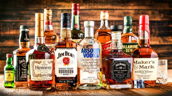 喝酒會增加罹患肝癌的機率,酒癮大的人對身體的危害也更大。
