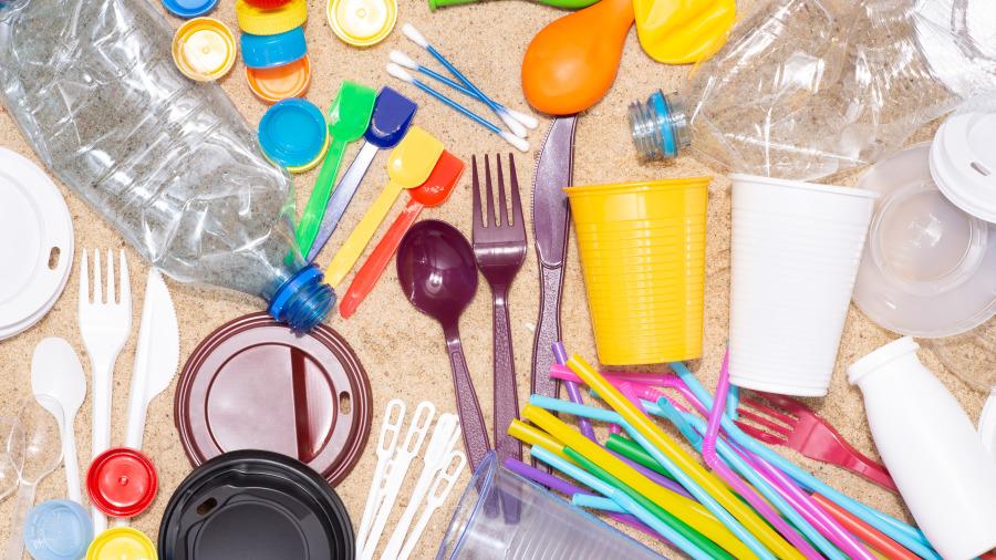 科學家找到「愛吃塑膠的蟲」真的吃光光塑膠袋。