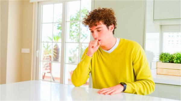 內心比較孤獨的內向性格的人負面情緒難以釋放,更容易罹患癌症。