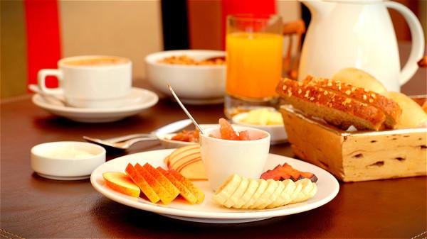 不吃早餐的話,時間長了恐怕會引起膽結石。
