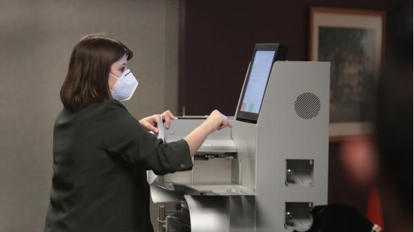美国中情局对计票系统大量作弊无动于衷,犯了渎职罪或受贿罪