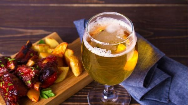 很多人對於度數低的紅酒和啤酒不感興趣,就特別愛喝白酒、威士忌等高度酒。