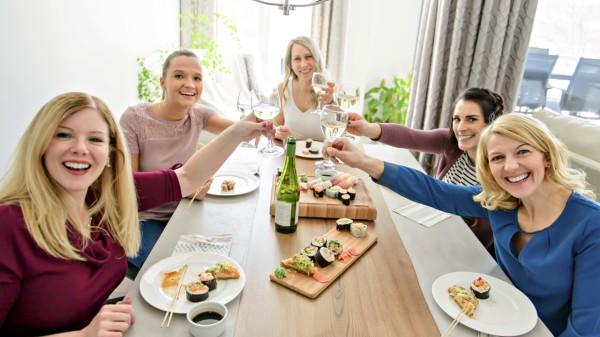 """喝酒不利健康並不是""""量""""的問題,無論喝多少酒對於我們的身體都是有損傷的。"""