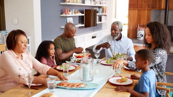 老年人應盡量少吃多餐,不要一次性吃的過飽。