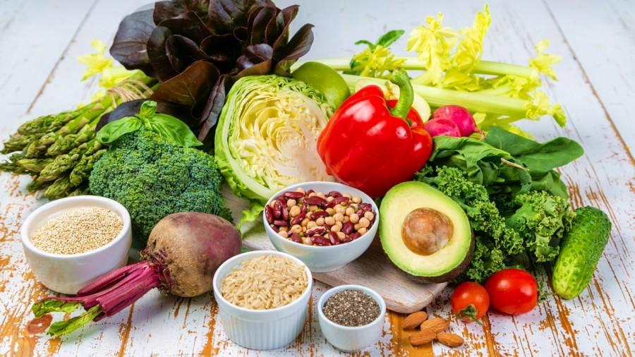 日常生活中應多攝取全穀類、蔬菜、水果等。