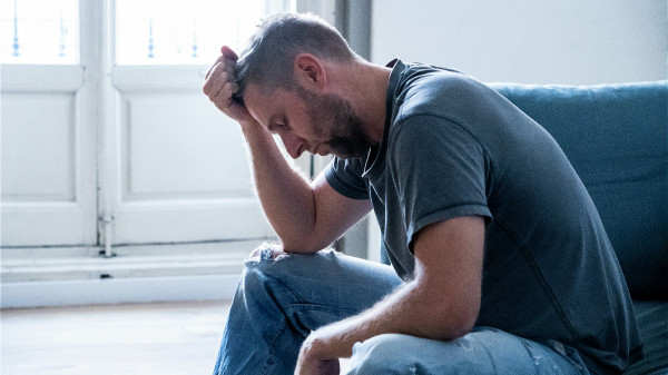 情緒抑鬱,影響內分泌以及神經,也會導致失眠。