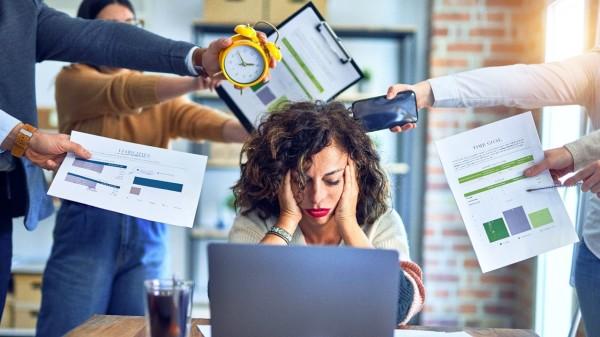 年輕人因工作問題壓力過大,在睡眠的時候反應最為明顯。