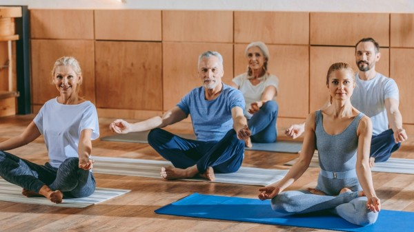 冥想打坐、瑜伽、呼吸訓練等釋放壓力,有助改善睡眠質量差的情況。