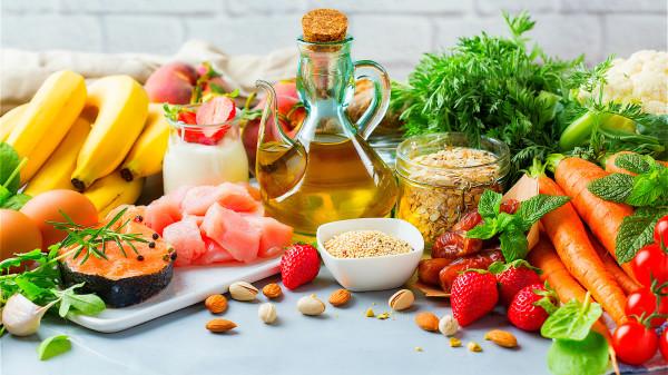 適量運動、飲食均衡等,可增強身體免疫力也會減少流感的感染。