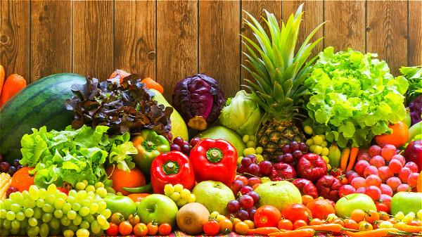 膳食纖維主要存在於新鮮的蔬菜和水果中,平時應該多加攝取。