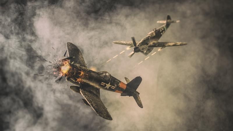 男童從小就喜歡畫戰機,而且還經常夢見前世。