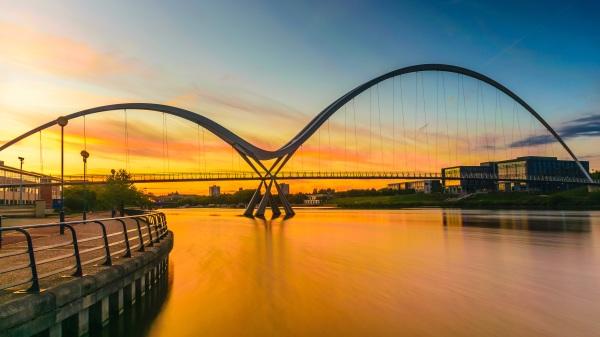 英国斯托克顿镇大桥。