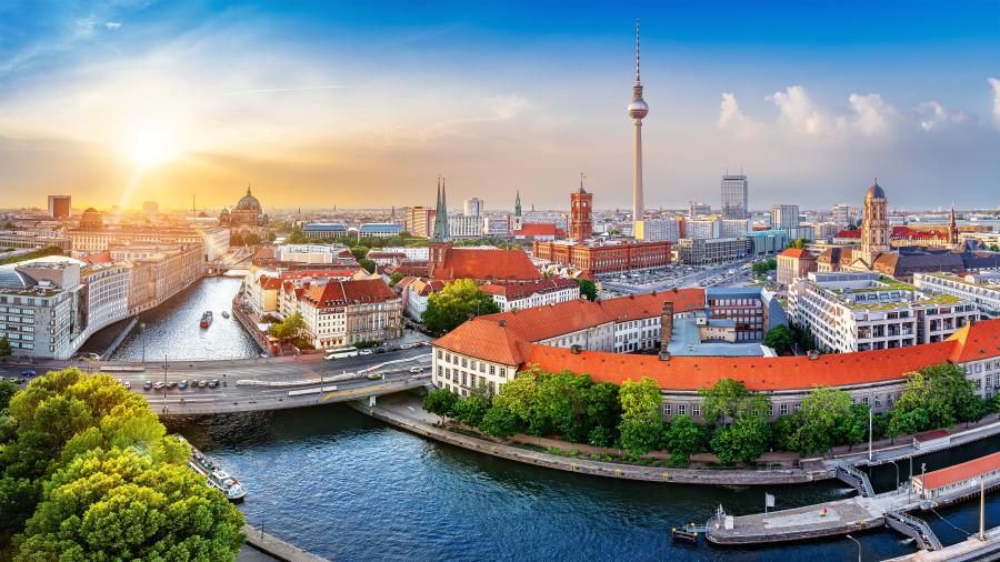 日落时的德国大城市柏林。