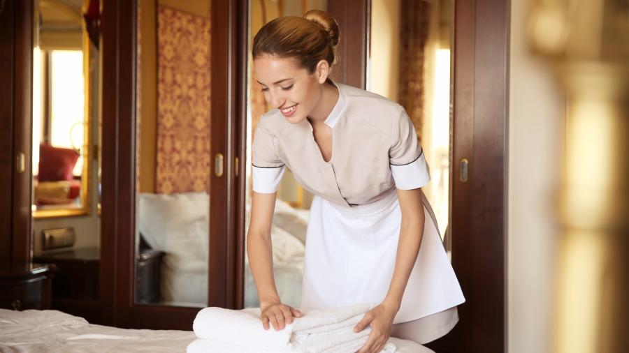 饭店清洁阿姨透露:出差旅行住酒店,2样东西一定自己带、5样不要用。