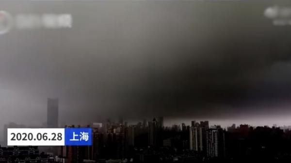 """异象不断?湖北荆门现龙卷风 上海""""一秒天黑、一秒暴雨"""""""