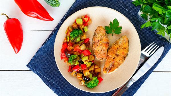 臺灣知名料理節目主持人詹姆士表示,魚肉去腥只需要「2樣東西」。