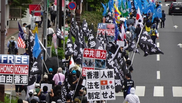 2020年7月12日,中共暴行联合大游行在东京原宿、涩谷等闹区登场,有数百名香港人、维吾尔人、西藏人、内蒙古人、台湾人及日本人参与