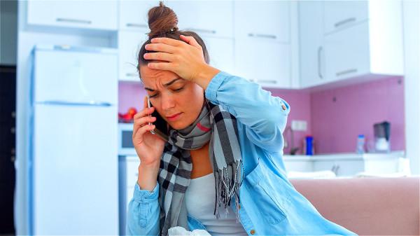流感的特異性症狀,發作得很突然,初期會發燒(39℃以上)、劇烈頭痛、喉嚨痛等。