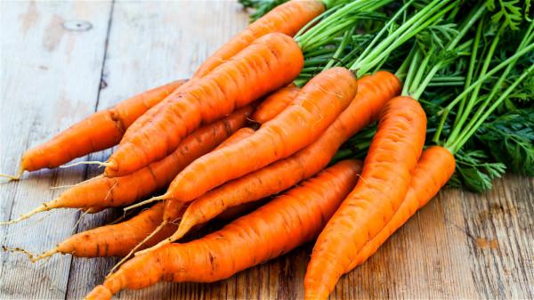 「黃」是指胡蘿蔔、玉米,這些食物維生素A多。