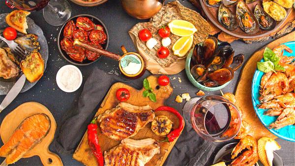 過食會令血液集中於胃部以消化食物,導致其他器官缺血,嚴重的話會罹患代謝綜合症。