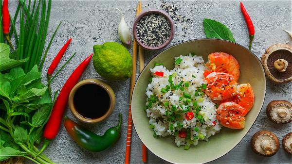 辛辣食物會加重肝火,從而使體內陽氣損耗。