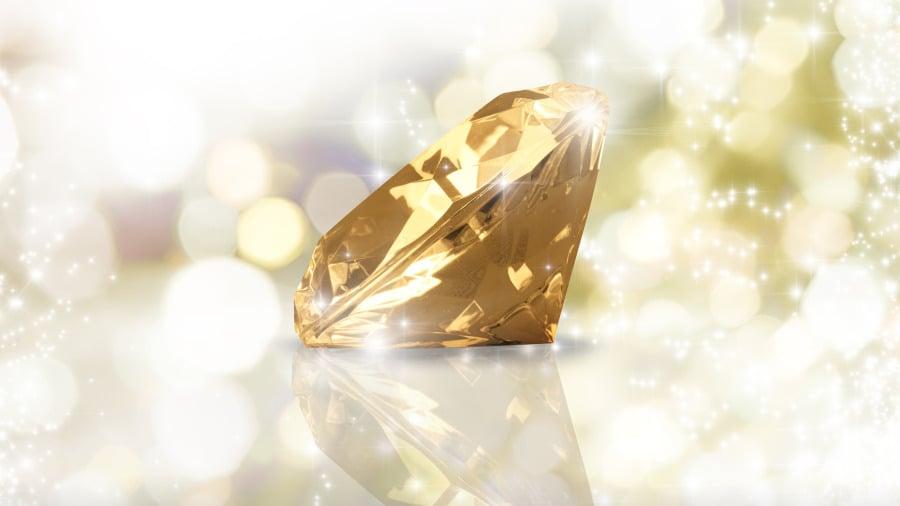 当不值钱的煤炭遇上了光彩夺目的钻石。