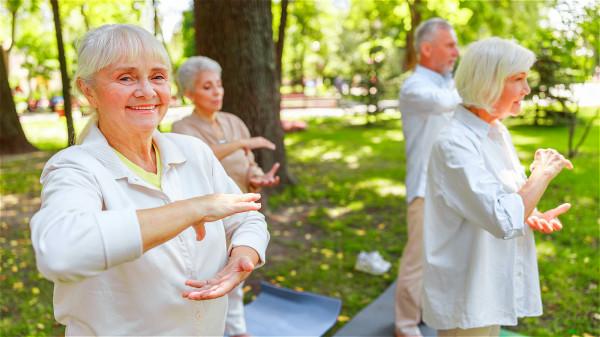 通過堅持運動的方式來促進身體的循環,堅持下來之後腎臟也會維持健康狀態。