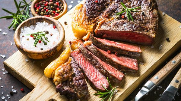平時應遠離高熱量、高脂肪、高糖的食物。