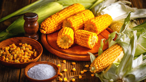 黃色玉米含有玉米黃素與葉黃素,有助預防眼睛疾病。