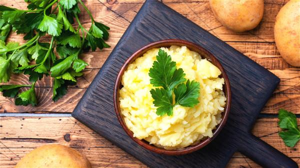 土豆可以和胃調中,使你的腸胃越來越健康。