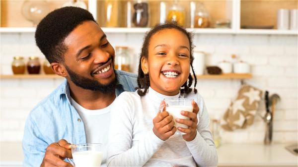 多喝牛奶、酸奶等乳製品,可以避免發怒,起到鎮靜作用。