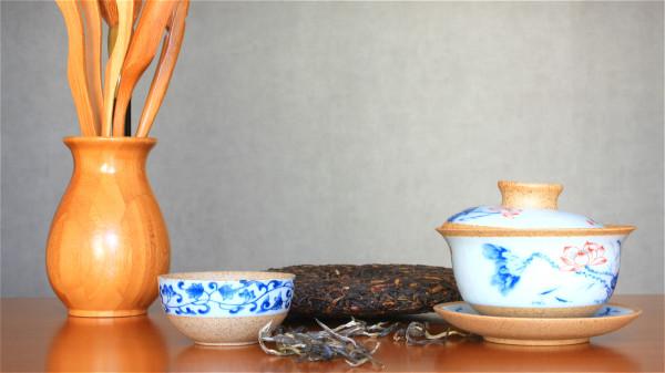 普洱茶可以降脂減肥、降壓、防癌抗瘡、養護胃、抗衰老等。