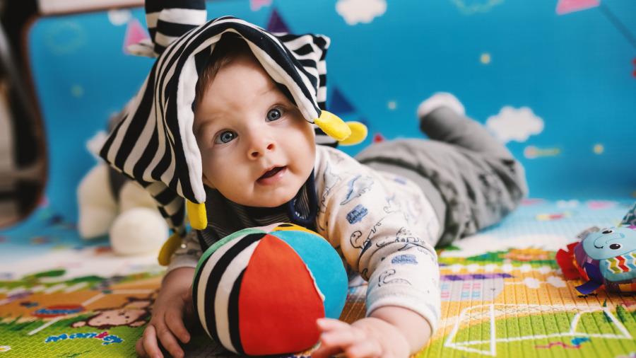 從出門誰抱娃能看出家庭的幸福程度,若你家是第3種,恭喜了!