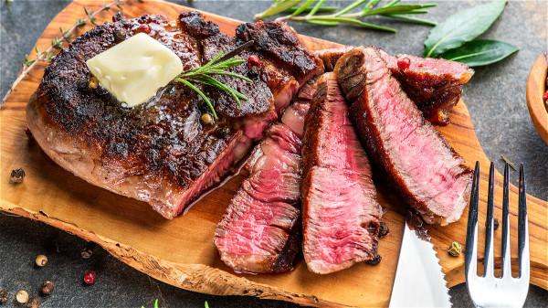經常吃一些高熱量、高脂肪的食物,很容易導致肥胖,而肥胖和多種癌症間都有密切的關係。