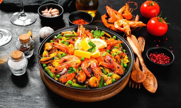 午餐吃得過飽並不適合,且過於油膩的食物會增加血液的黏稠度,加重冠狀動脈病變。