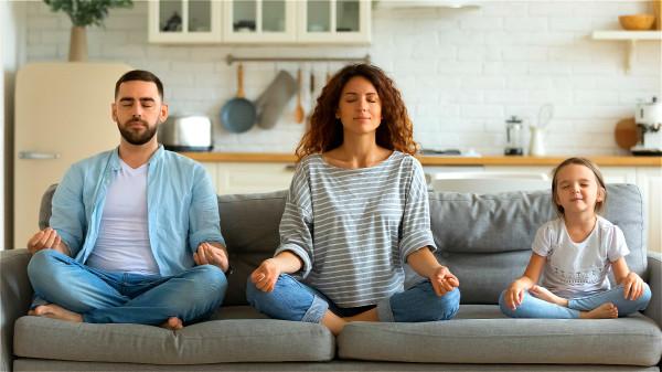 低血壓人群建議飯後不要直接躺下,可以冥想打坐或練練瑜伽後再小睡。