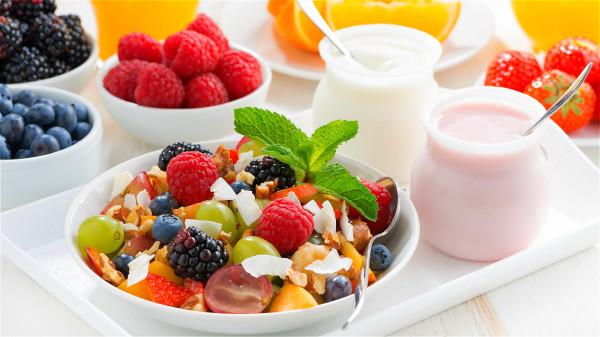酸奶中的益生菌,能協助腸道抵抗有害菌。