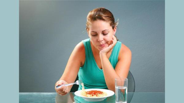 脾胃消化不佳,就會出現食慾不振,不想吃飯,吃了想吐的現象。