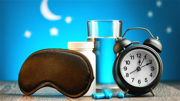 肝臟不好的人往往難以入睡,總是翻來覆去睡不著。