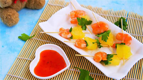 海鮮不要吃太多,對於尿酸高的人來說,可能會增加痛風發生的風險。
