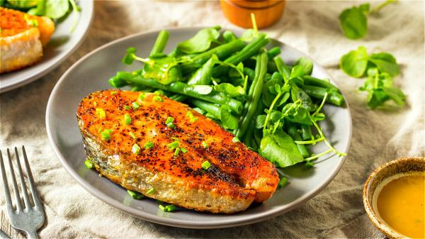 應適量給予高生物價蛋白質,如魚蝦類、瘦肉、蛋清等食物。