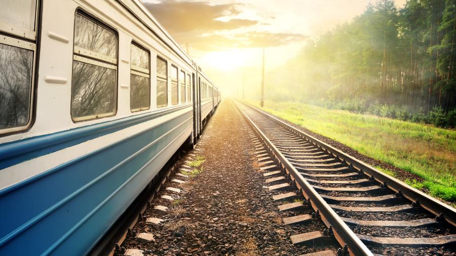 """世界上最刺激的火车,耗时27年才完工,被称为""""最靠近天空""""的列车。"""