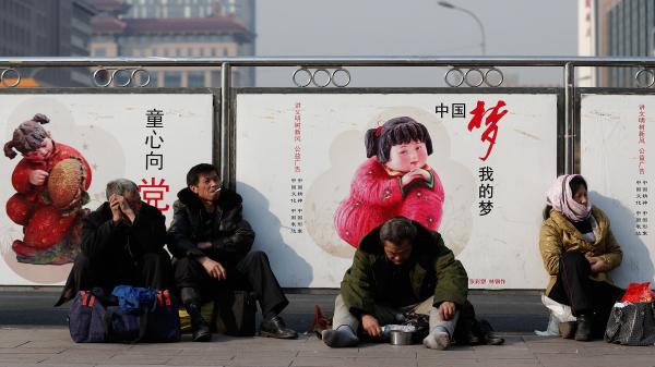 2014年3月2日,北京火车站前的一处标语牌。