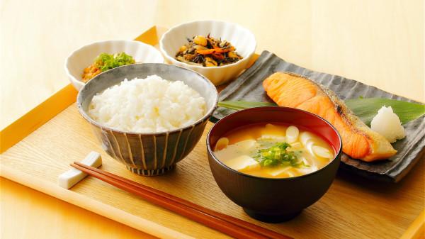 日本飲食少油、少鹽、少調味品,使各種飲食材料能保留原味和營養。