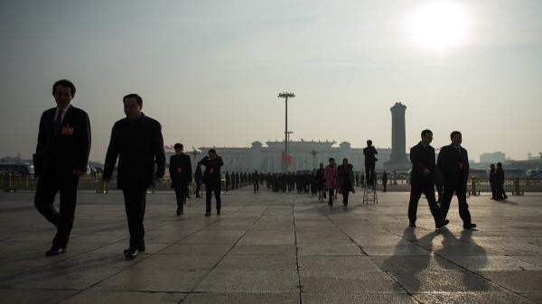 今年8月,人大审议《反外国制裁法》港执行,惟表决被意外煞停。图为参加会议的人大代表。(图片来源:Getty Images)